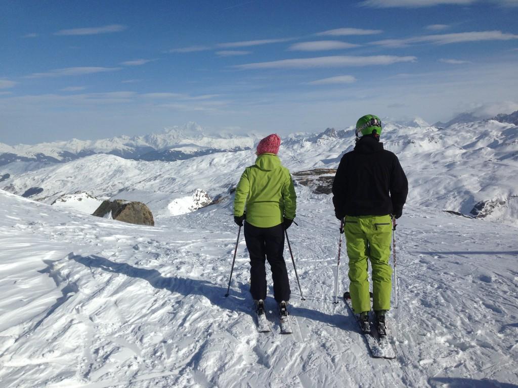 Skieurs sur le domaine skiable